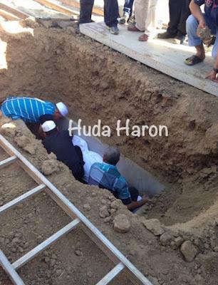 Dr. Haron Din Dikebumikan Di California