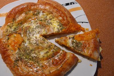 PIZZA ENROLLADA 4 QUESOS (HOJALDRE)