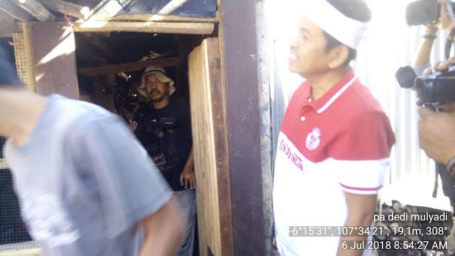 Dedi Mulyadi Bantu Bedah Rumah Yatim di Cilamaya
