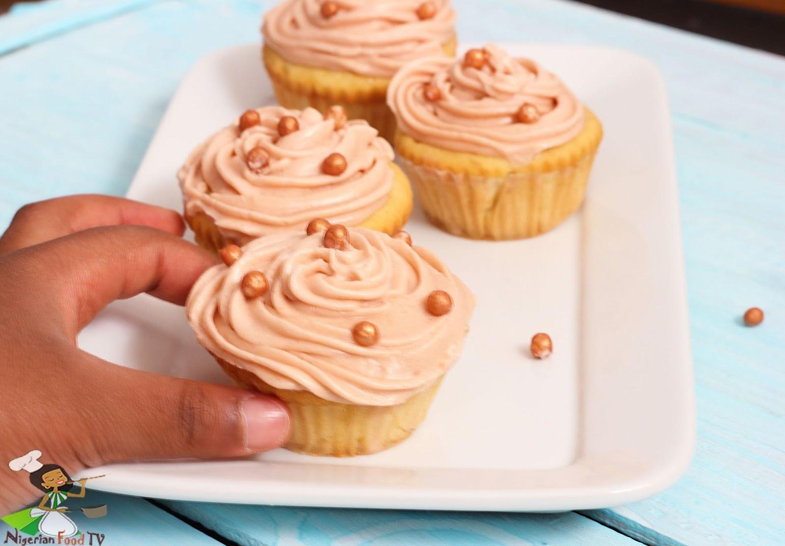 Easy Vanilla Cupcakes : 6 Cupcakes Recipe