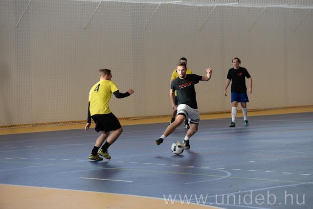 A DEAC Futsal és a Sinter Ladies FC női csapatok bemutató mérkőzésével, divíziódöntőkkel, öregfiúk-meccsekkel, a Queencum zenekar koncertjével és a Debreceni Egyetem pom-pom lányainak, az UD Cheerleaders showjával melegítettek a nézők a Buzánszky Jenő Labdarúgó Egyetemi Kupa és a Kozma Mihály Futsal Kupa nagydöntőire február 16-án a DESOK-ban.