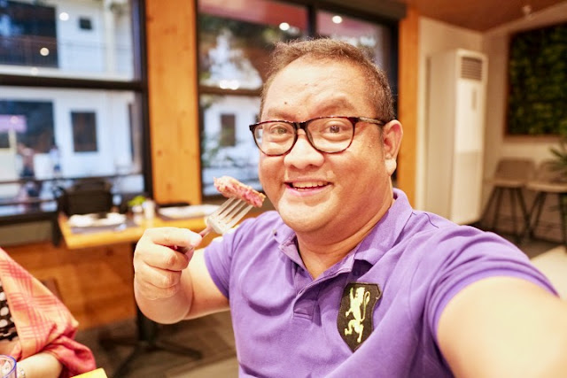 Carlo Olano of Kalami Cebu enjoying some steak at Angus Dan's