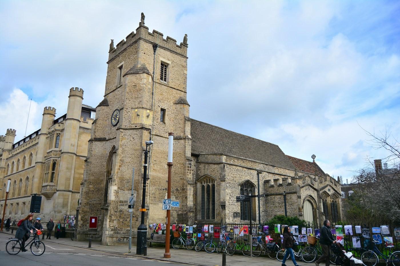 L'église de Saint-Botolph est dédiée à ce Saint patron des voyageurs, abbé du VIIème siècle. A l'époque du Moyen-Age, elle marquait l'entrée Sud de la ville. L'édifice actuel date du XIVème