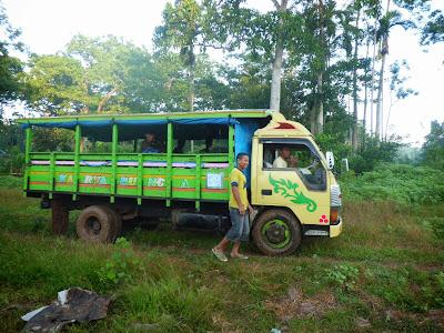 Truk Warga Desa Nggalak Kecamatan Reok Barat Kabupaten Manggarai Provinsi NTT