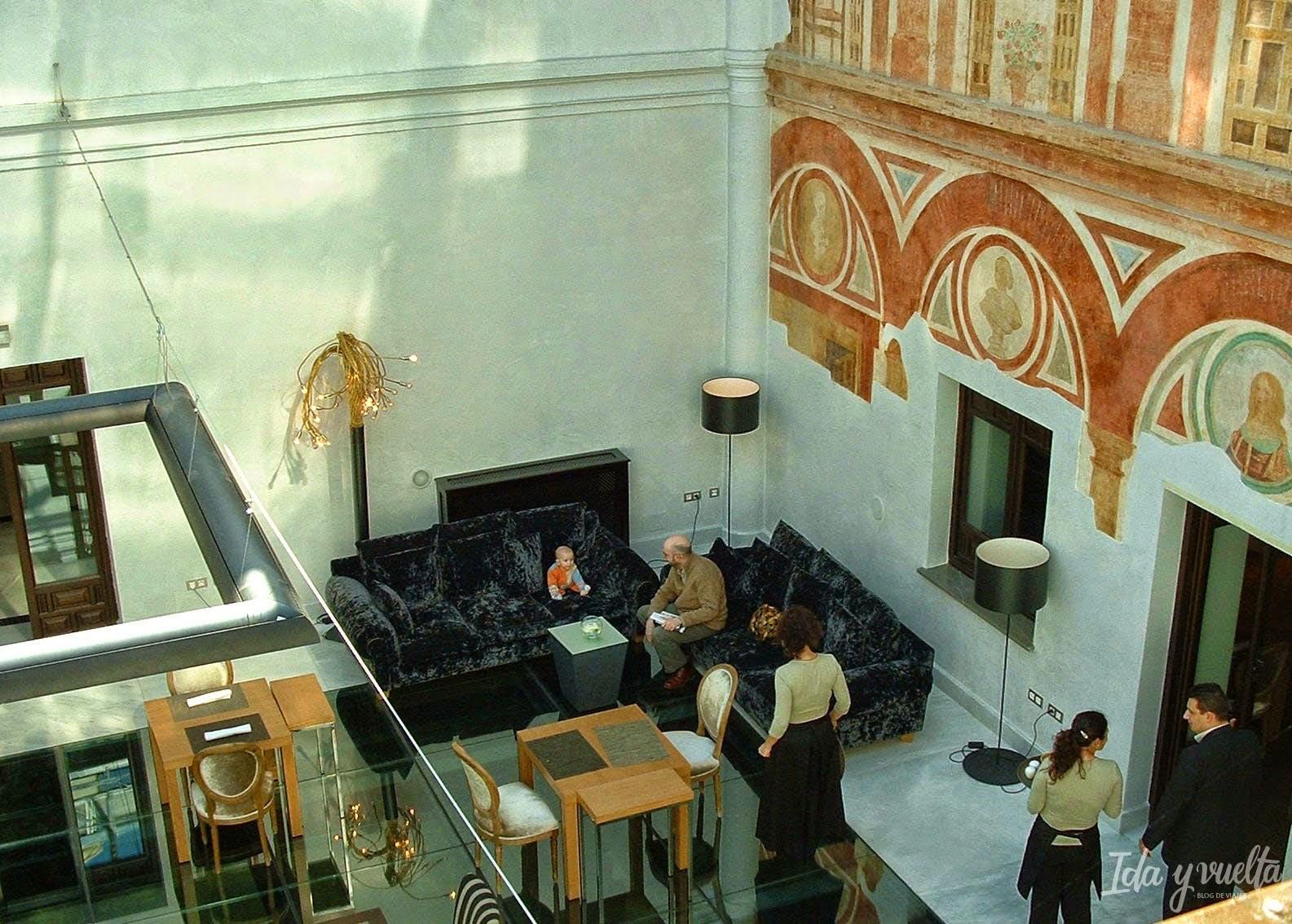 Patio del hotel Hospes Palacio del Bailío