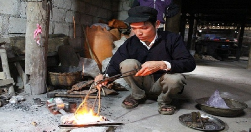 Visit silver carving village in Ha Giang, Viet Nam 1