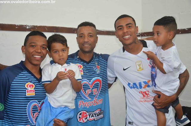 O Jogador Gustavo Henrique do Corinthians jogou pelo Corinthians e seu pai Aloiso jogou pelos amigos de Registro-SP