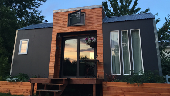 Tiny Home Designs: TINY HOUSE TOWN: Bright And Modern Tiny House For Sale