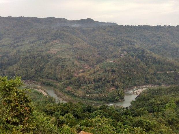 Pemandangan Sungai Oya Mangunan