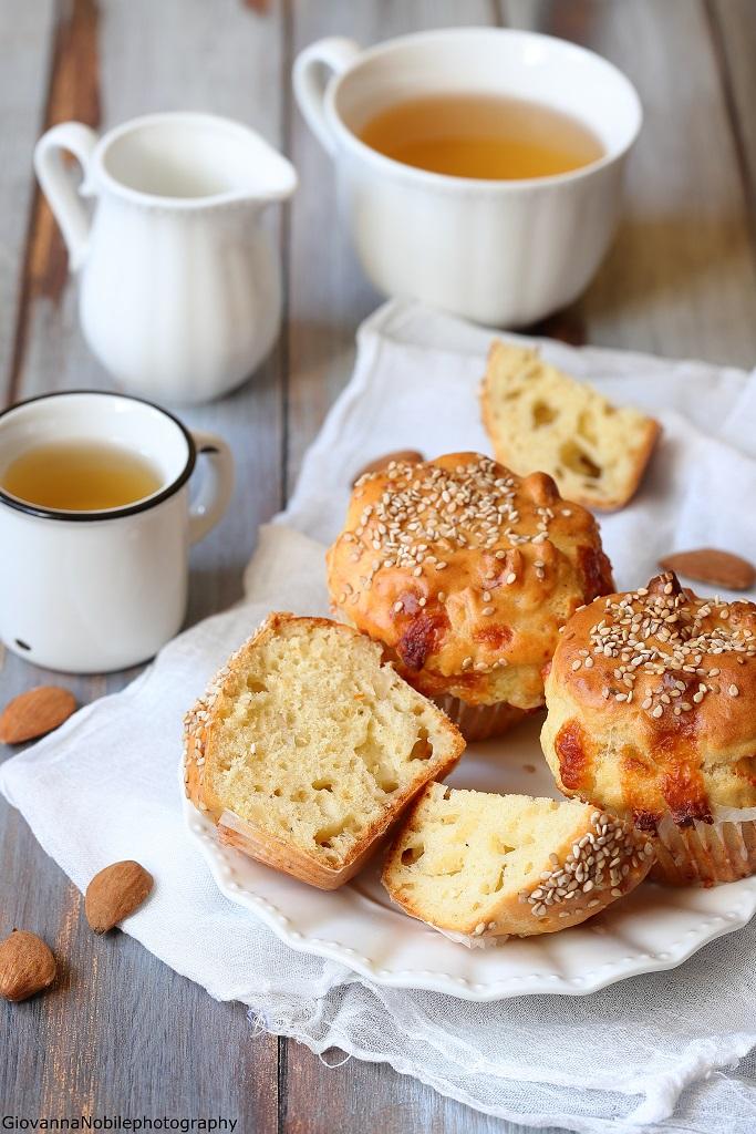 Muffin al formaggio latteria e mandorle