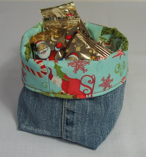 Threading My Way: Christmas Fabric Baskets...
