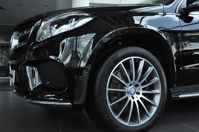 Mercedes GLS 500 4MATIC sử dụng mâm xe thể thao AMG 21-Inch