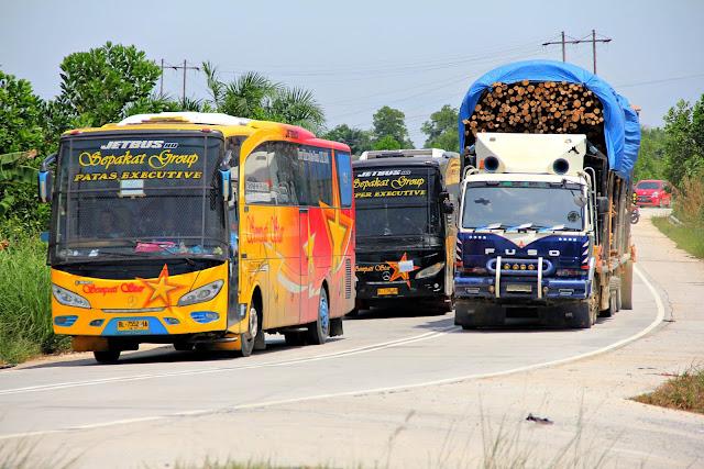 Alasan Penggunaan Tameng Kaca pada bus Sumatera