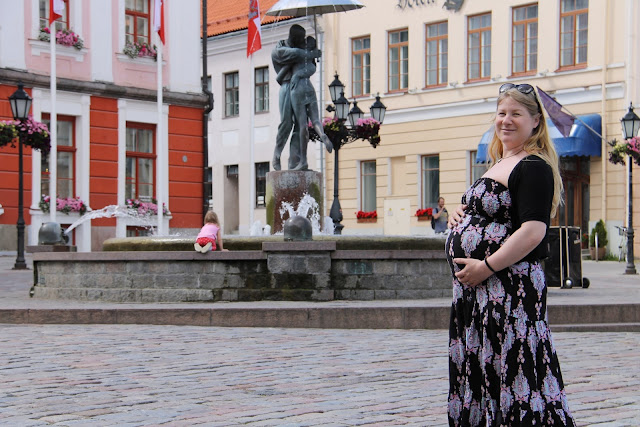 Raskaana Tartossa, Viro - Raekoja plats