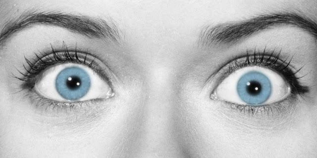 Максимально витріщаємо очі, не піднімаючи брів до легкого напруження у повіках