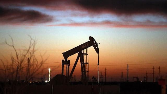 """Goldman Sachs: Irma y Harvey provocarán un """"impacto negativo"""" en la demanda de petróleo"""