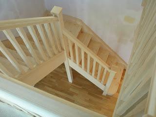 Cầu thang bằng gỗ ghép Thông 1