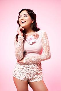 Artis Cantik Tasya Kamila pakai baju pink