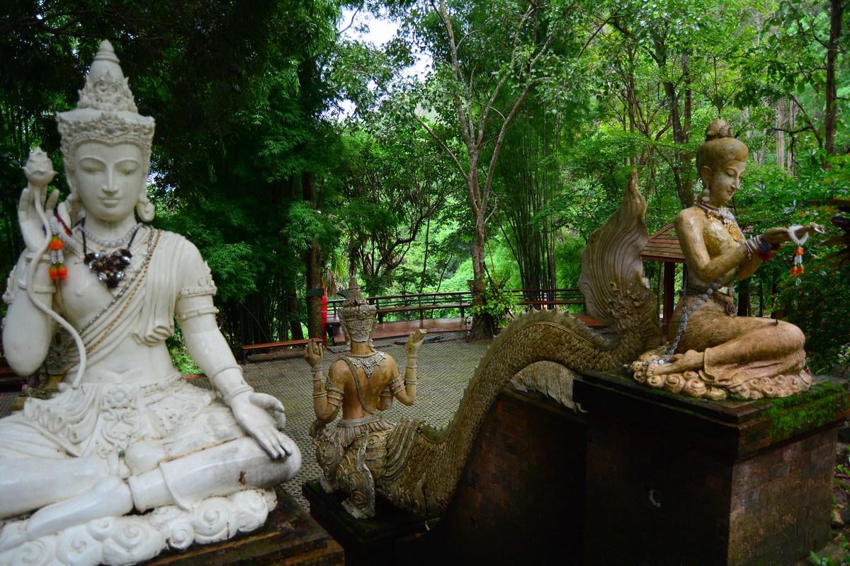 Arrivée au petit temple du Wat Pha Lat