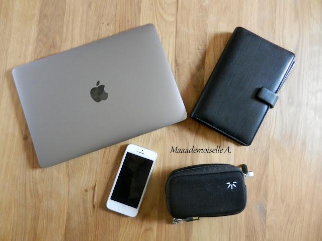 || Mon nécessaire pour bloguer (L'Envers Du Décor) Ordinateur Mac, Carnet, iPhone, Appareil photo
