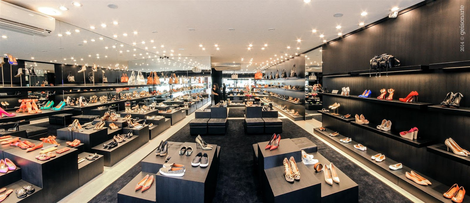 49f013bfa1e90 A Santa Lolla - rede de franquias de calçados femininos