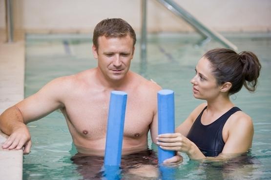 Veja os benefícios da fisioterapia aquática (hidroterapia)