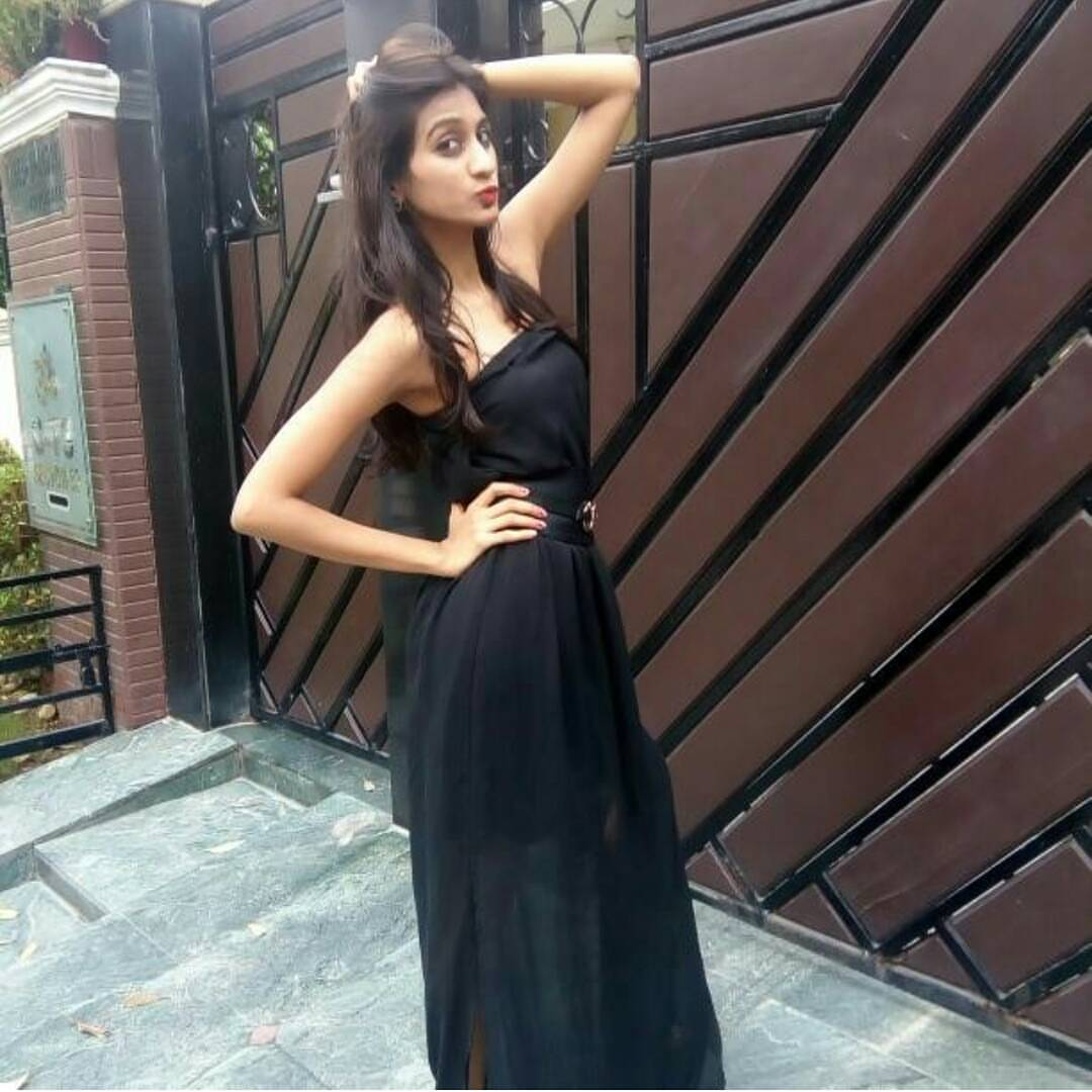 hello friends i am akansha chauhan from canada i am belong to india but now i am in canada as we shifted here so boys and girls lets chat on whatapp and