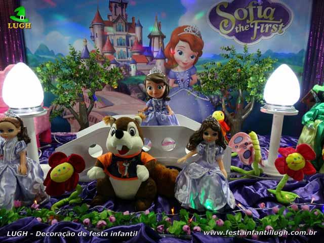 Mesa decorada tema Princesa Sofia para aniversário