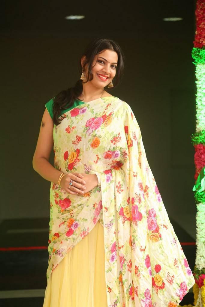 Telugu Singer Geeta Madhuri At Shankarabharanam Awards In Yellow Saree