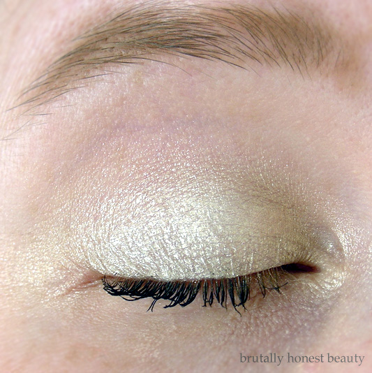 Review of L'Oréal Infallible Galaxy Lumiere Holographic Eyeshadow in Full Moon