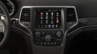 2017 Jeep Grand Cherokee: 8.40-inch touchscreen, Navigation mapping