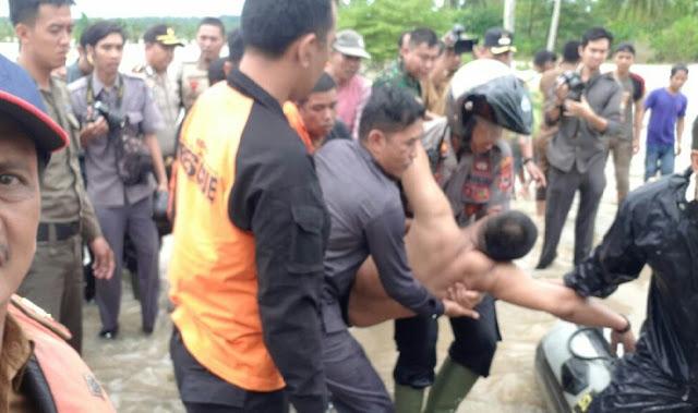 Terseret Pusaran Air, anggota TRC Soppeng Nyaris Menjadi Korban