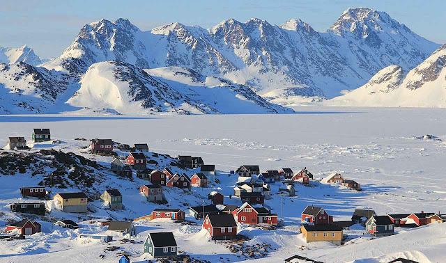 Hoje a Groenlândia está coberta de gelo em imensa parte . A inteligência de seus habitantes consistiu em se adaptar ao atual período climático.