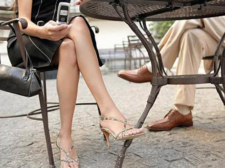 Поза нога на ногу вред
