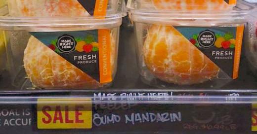 Empresa vende mandarinas peladas y envueltas en plástico ¡Y esto desata la polémica!