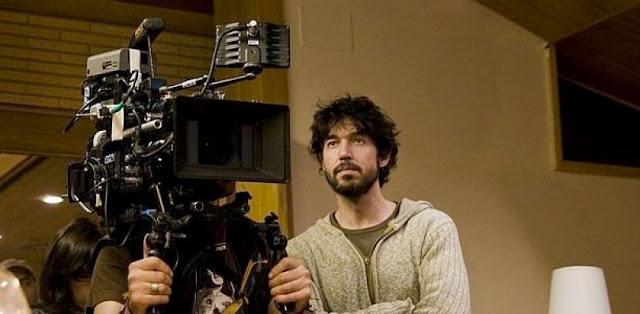 El director Miguel Ángel Vivas rodando