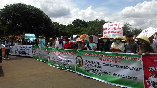 aksi_demo_tandingan_pendamping_desa