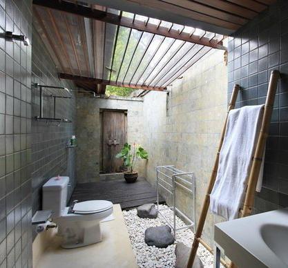 kamar mandi terbuka