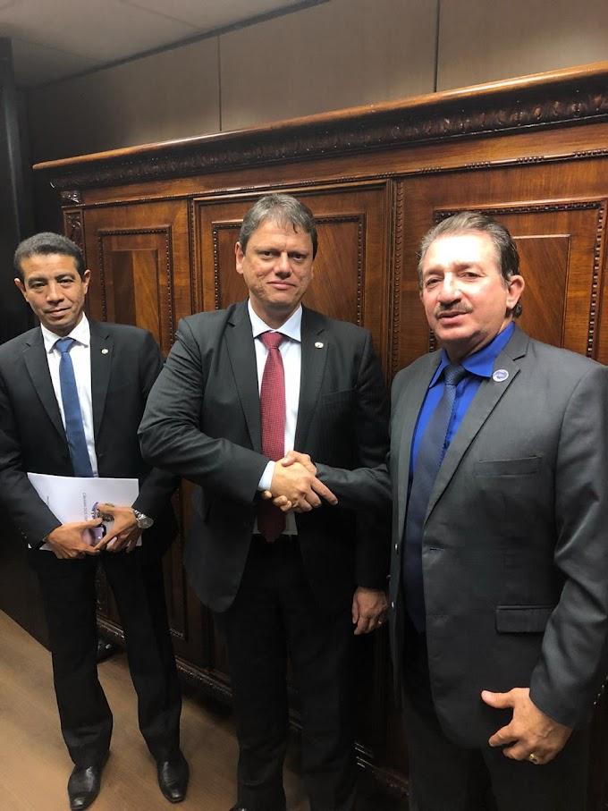 PREFEITO MAGNO PARTICIPA DE REUNIÃO COM MINISTRO E REIVINDICA MELHORIAS PARA A BR 222