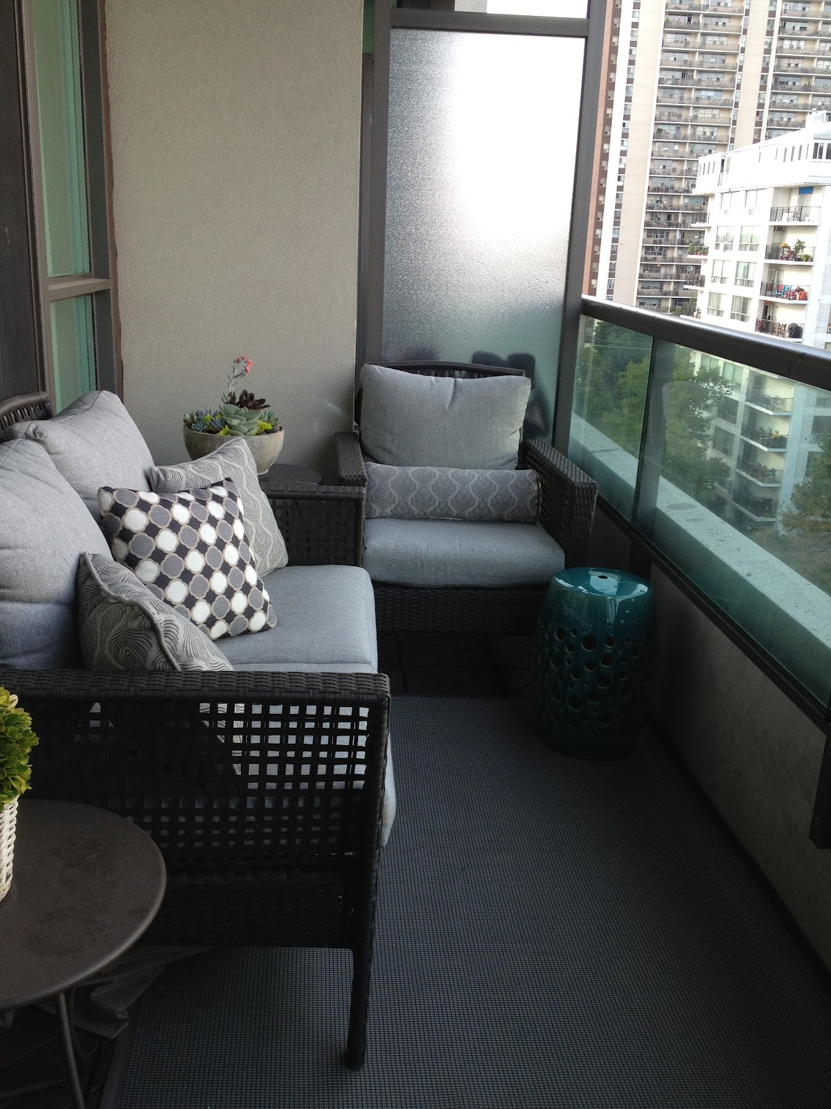Patio chairs for small balcony. concrete patio design ideas patio ...
