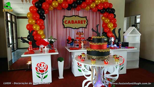 Decoração festa de aniversário Cabaret - Mesa decorada provençal simples de rosas e cortinado - Festa de adulto