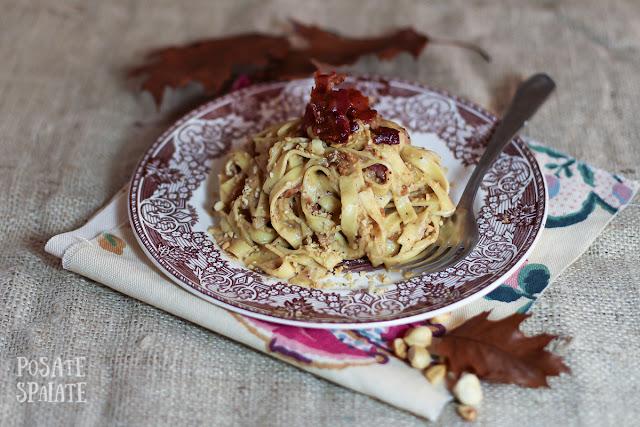 http://www.ilblogdisposamioggi.com/2016/11/tagliatelle-con-salsa-di-nocciole-e-pancetta.html