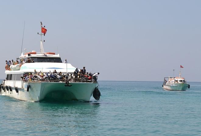 Kết quả hình ảnh cho đi tàu ra đảo lý sơn
