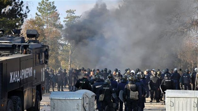 Refugees clash with police, set fire to Bulgaria's largest camp
