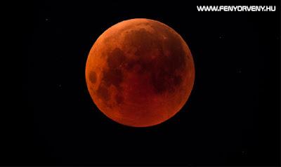 Szuper-, vér- és farkashold és teljes holdfogyatkozás lesz egyszerre látható hétfő hajnalban