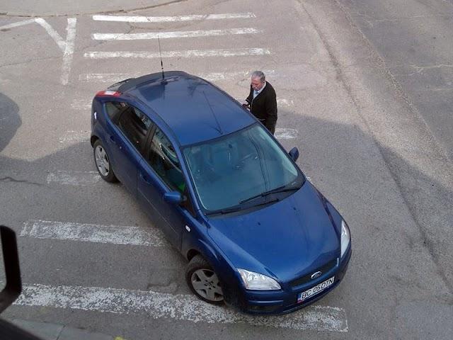 Fostul senator Tiberiu Prodan și-a parcat mașina de serviciu pe trecerea de pietoni