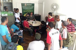 Secretário de Trabalho e Emprego, Marcus Vinicius (Marcão) conversa com os candidatos à vagas de emprego do Sine
