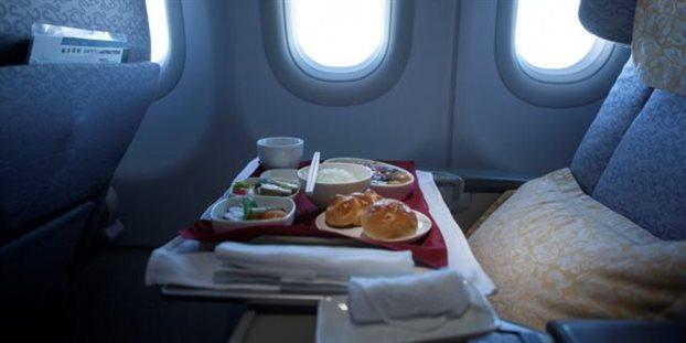 Αυτοί είναι οι λόγοι που δεν πρέπει να τρώμε το φαγητό του αεροπλάνου !