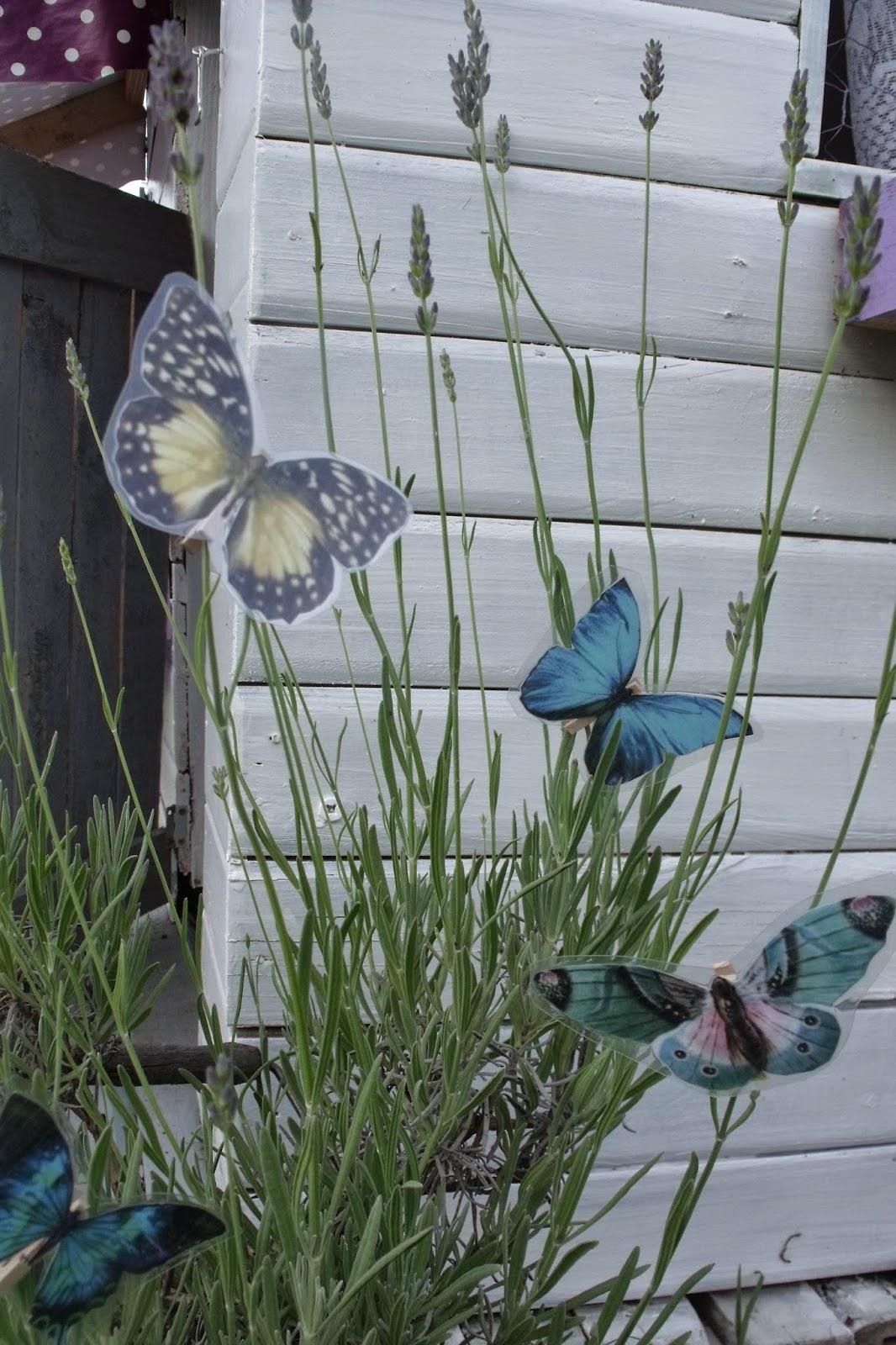lili joue maman bricole diy deco de jardin papillon partie 1. Black Bedroom Furniture Sets. Home Design Ideas