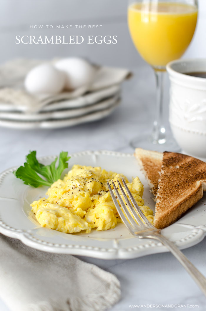 Tutorial on how to make the best scrambled eggs for breakfast #breakfast #eggs #scrambledeggs #recipes